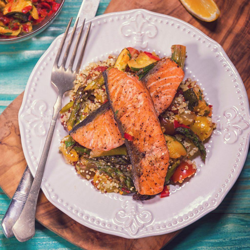 Lachs auf Gemüse-Couscous